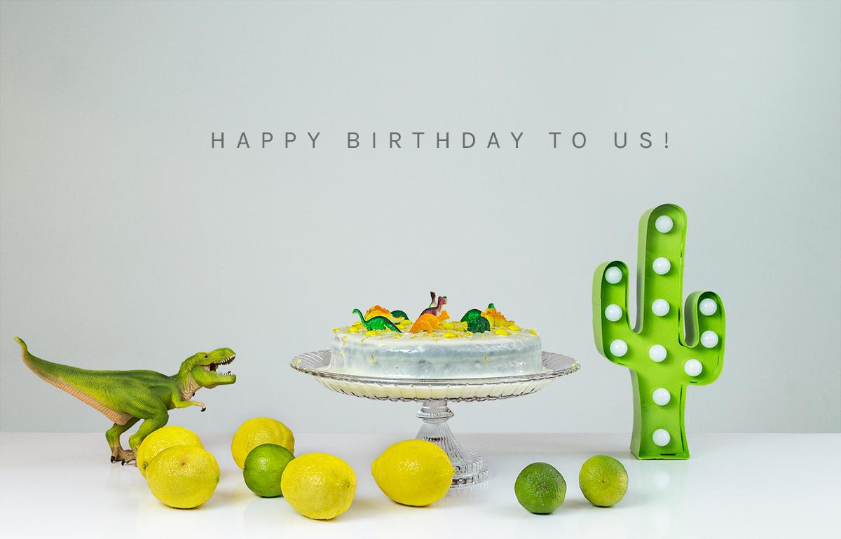 Yellow Savages bolo com dinossauros